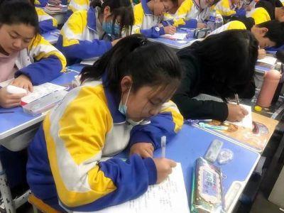 争分夺秒备战中考!兰州成功学校初三年级周末进行常态化测试