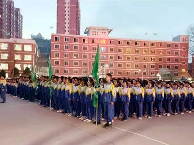 展军人风采,筑青春芳华——兰州成功学校初二年级进行新学期军训汇报表演