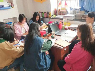期中考试后,成功小学老师忙着这样做!